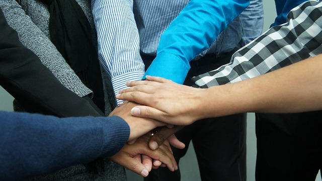 employee_incentive_programs_to_improve_teamwork